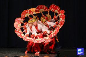 Танец с красными веерами на хореографическом конкурсе Дорогой Жизни Санкт-Петербург 2019