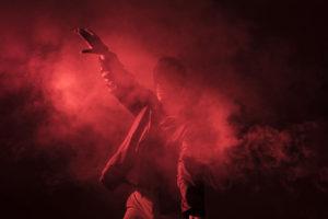 танец в красном дыму